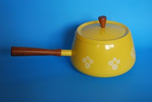 vtg yellow pot